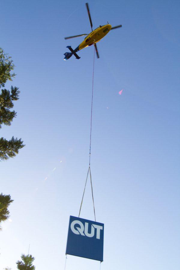 AS365 Dauphin Heli-lift - QUT