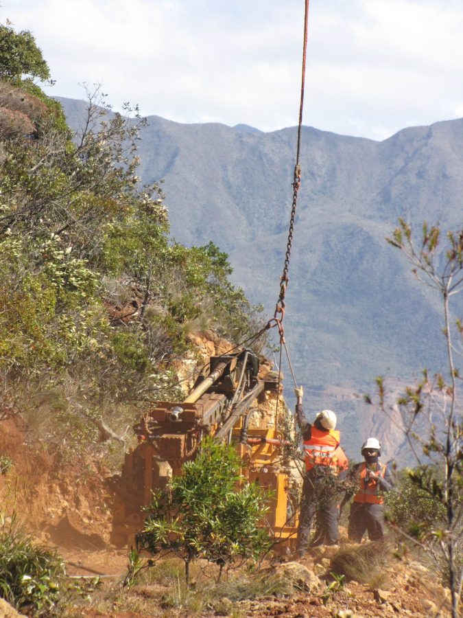 New Caledonia Mining Helicopter-lift - Drill Rig