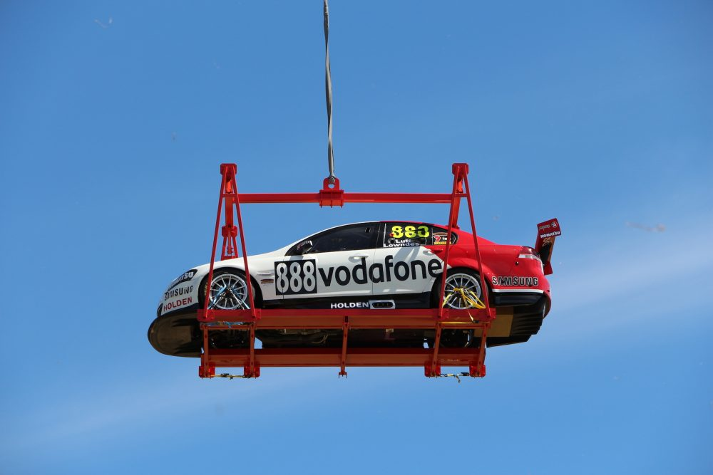 V8 Supercar Heli-lift